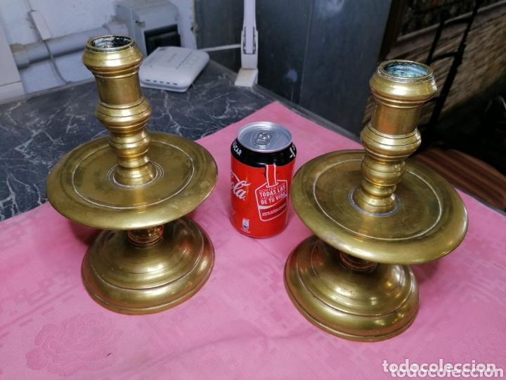 PAREJA DE CANDELEROS DE CARRETE ESPECTACULARES GRANDE DE BRONCE (Antigüedades - Iluminación - Candelabros Antiguos)