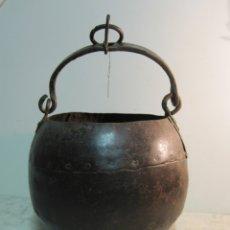 Antigüedades: CENTENARIO CUBO DE SACAR AGUA DEL POZO REALIZADO EN HIERRO FORJADO. Lote 173748140