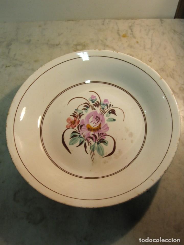 PLATO LEVANTINO - MANISES CON DIBUJOS FLORALES DE FINALES DEL XIX (Antigüedades - Porcelanas y Cerámicas - Manises)