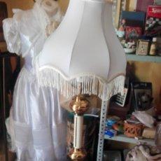Antigüedades: LAMPARA DE PIE BRONCE Y LACADO AÑOS 70. Lote 173796229