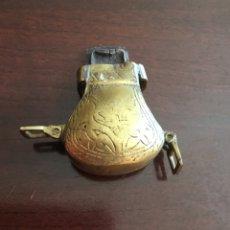 Antigüedades: CURIOSO GUARDADOR LATON O BRONCE. Lote 173802367