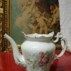 Antigüedades: ANTIGUA PEQUEÑA TETERA DE PORCELANA. Lote 173814047