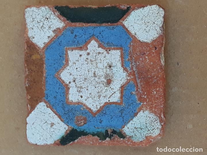 Antigüedades: AZULEJO ANTIGUO DE TOLEDO / SEVILLA - ARISTA - ARABE / MUDEJAR - SIGLO XV- XVI. - Foto 4 - 173855358