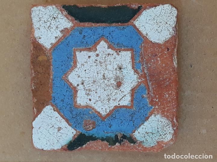 AZULEJO ANTIGUO DE TOLEDO / SEVILLA - ARISTA - ARABE / MUDEJAR - SIGLO XV- XVI. (Antigüedades - Porcelanas y Cerámicas - Triana)