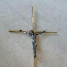 Antigüedades: CRUCIFIJO DE BRONCE Y CRISTO DE LATON 48 CM. Lote 173858173