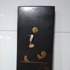 Antigüedades: CUADRO 20X10 DE MADERA CON PIEZAS METÁLICAS.. Lote 173871290