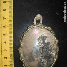 Antigüedades: ANTIGUO RELICARIO METAL Y GRABADO VIRGEN DIVINA PASTORA . CRISTAL CURBO ROTO . Lote 173904938