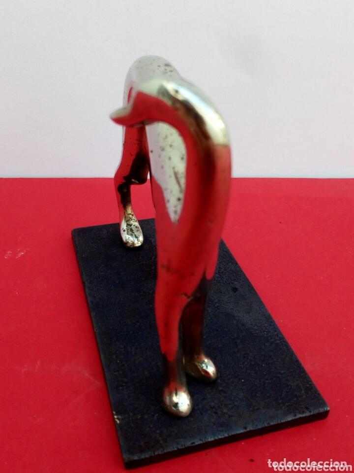 Antigüedades: Escultura de galgo en bronce cromado art déco. - Foto 2 - 205238745