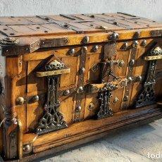 Antigüedades: COFRE DE MADERA, METAL Y FORJA. Lote 173953038