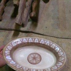 Antigüedades: ANTIGUO PLATO GRANDE CHINA OPACA,MEDALLA ORO SEVILLA!. Lote 173974954
