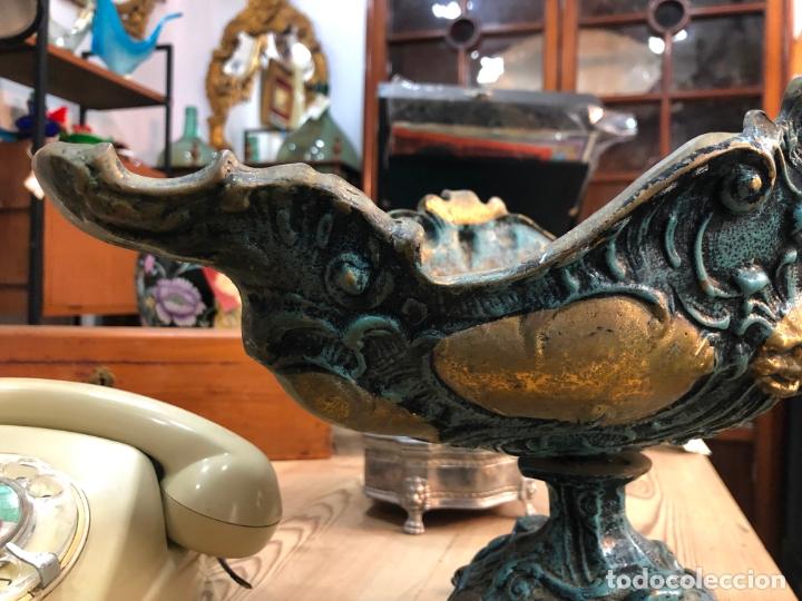 Antigüedades: FANTASTICO CENTRO DE MESA DE BRONCE CON MEDIDAS 42X22X24 CM - Foto 2 - 174039409