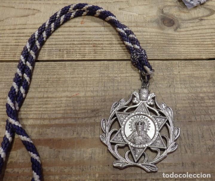 SEMANA SANTA SEVILLA, MEDALLA CON CORDON HERMANDAD DE LA ESTRELLA (Antigüedades - Religiosas - Medallas Antiguas)