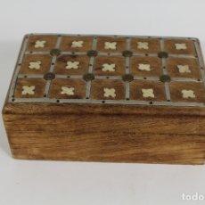 Antigüedades: CAJA JOYERO MADERA CON INCRUSTACIONES DE HUESO. Lote 174079204