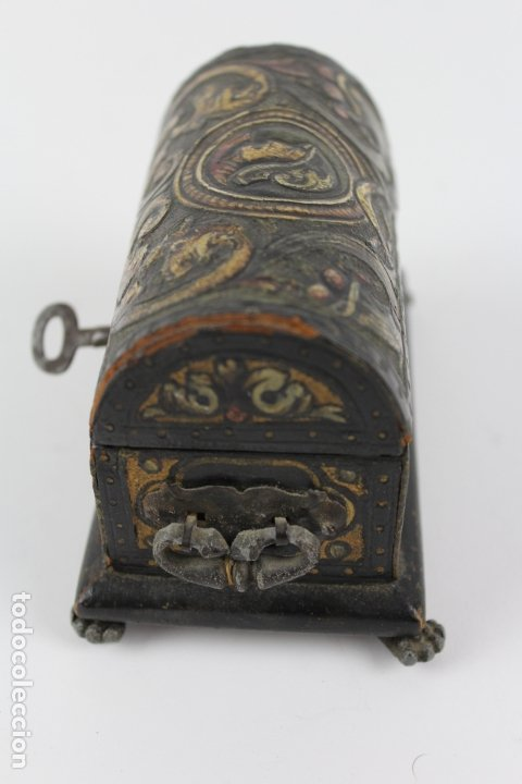 Antigüedades: PEQUEÑA CAJA DE MADERA FORRADA DE PÌEL REPUJADA. S.XX. - Foto 2 - 174079683