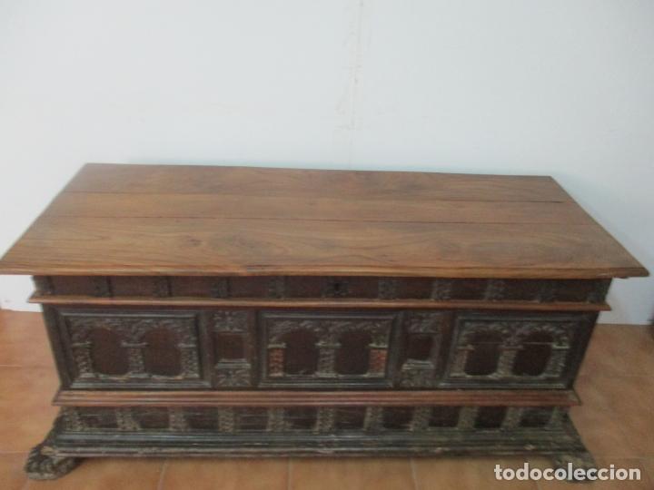 Antigüedades: Antigua Arca, Arcón Catalán - Baúl Barroco - Madera de Nogal - S. XVIII - Foto 2 - 174081169