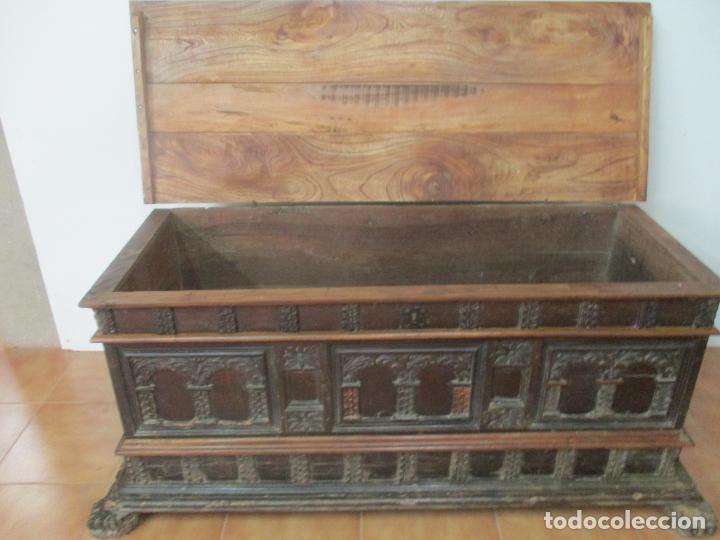 Antigüedades: Antigua Arca, Arcón Catalán - Baúl Barroco - Madera de Nogal - S. XVIII - Foto 5 - 174081169