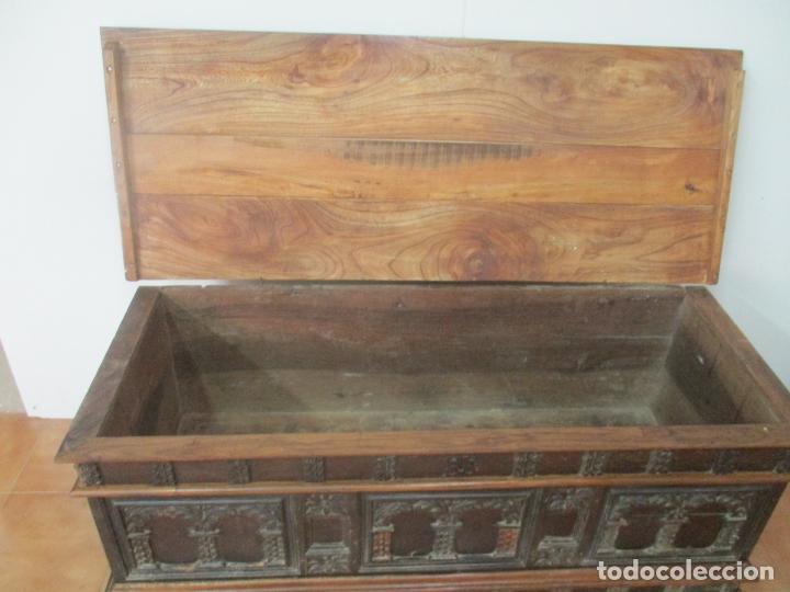 Antigüedades: Antigua Arca, Arcón Catalán - Baúl Barroco - Madera de Nogal - S. XVIII - Foto 6 - 174081169