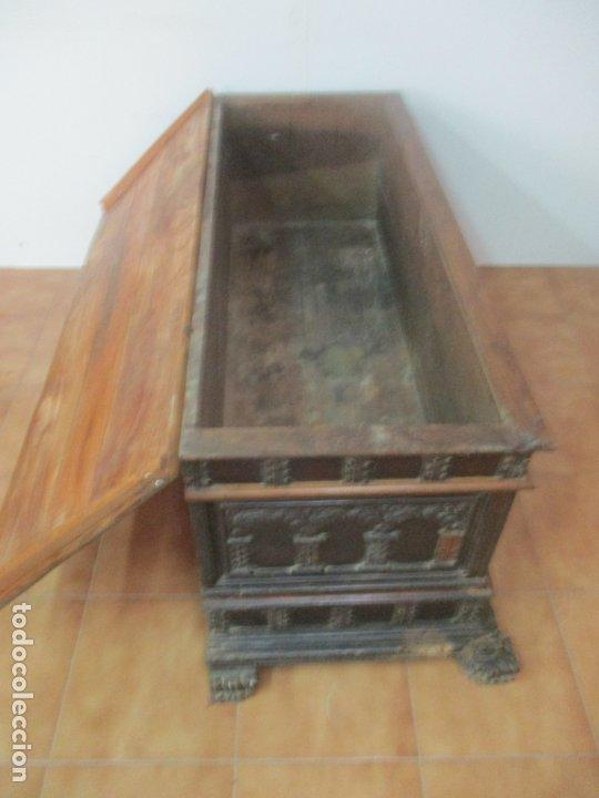 Antigüedades: Antigua Arca, Arcón Catalán - Baúl Barroco - Madera de Nogal - S. XVIII - Foto 8 - 174081169
