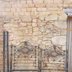Antiquités: CABECEROS ANTIGUOS DE HIERRO CAMA DE 90 PINTADO A MANO H.SCHURHOFF &CO. Lote 174098312