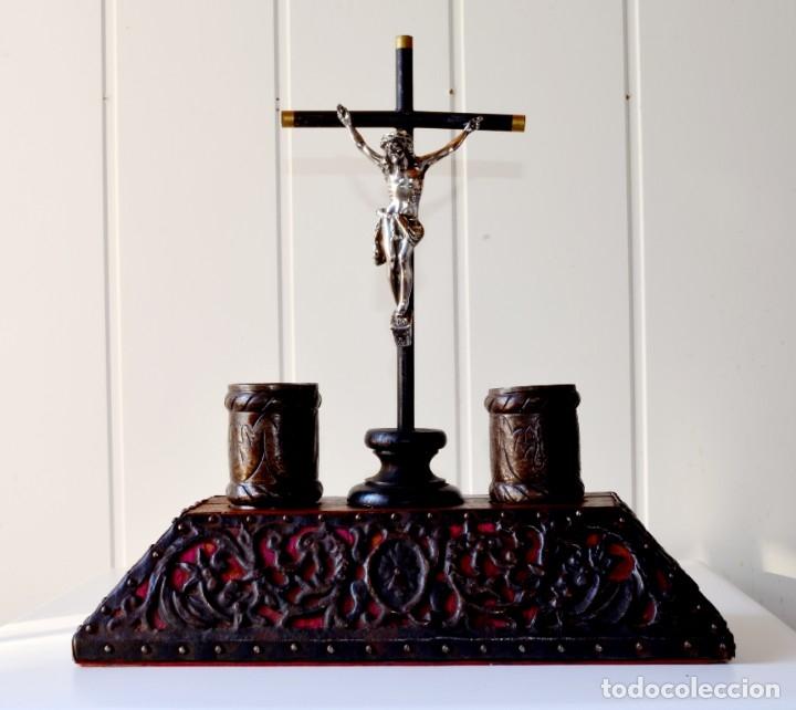 ESCRIBANÍA ANTIGUA CON CRUZ E IMAGEN DE JESÚS (Antigüedades - Religiosas - Cruces Antiguas)