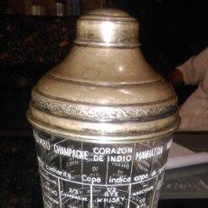 Antigüedades: AB-523-COCTELERA DE CRISTAL CON TAPA Y BASE DE PLATA- AÑOS 50, CON RECETAS EN ESMALTE , 26 CM,. Lote 174127159