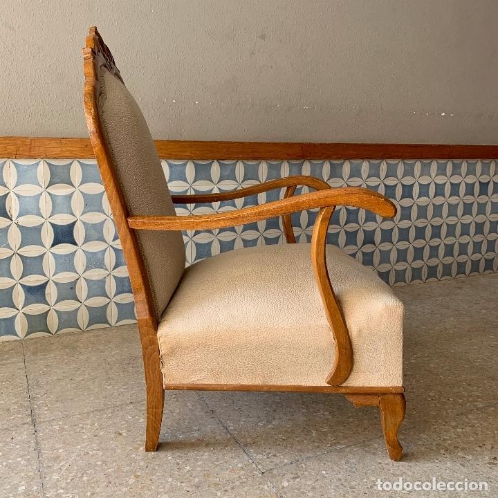 Antigüedades: PAREJA DE SILLONES DESCALZADORES, EN BASTANTE BUEN ESTADO, SE PODRIAN DEJAR ASI. - Foto 4 - 174127685