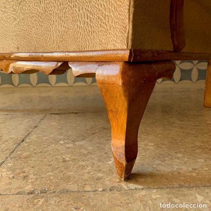 Antigüedades: PAREJA DE SILLONES DESCALZADORES, EN BASTANTE BUEN ESTADO, SE PODRIAN DEJAR ASI. - Foto 8 - 174127685