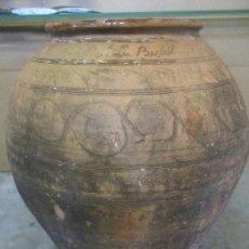 Antigüedades: ANTIGUA TINAJA DE CERÁMICA -INSCRIPCIÓN LA BISBAL ME FESIT PONS VICENS LO DIA 21 FEBRER DEL AÑO 1827. Lote 174129147