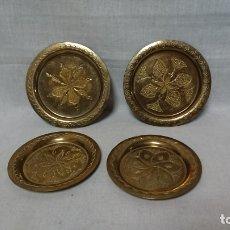 Antigüedades: LOTE DE CUATRO PLATOS METALICOS DECORATIVOS . Lote 174134184