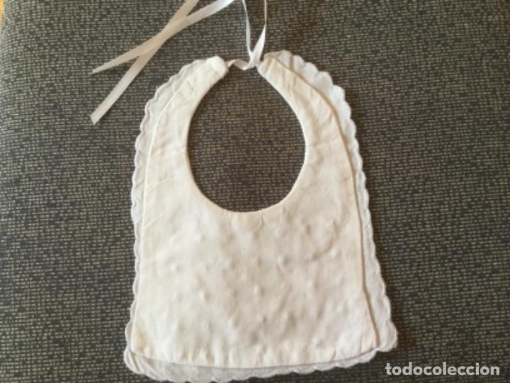 Antigüedades: Antiguo Babero para Bebe de Hilo Fino con Bordado. Doble capa, Forro trasero - Foto 5 - 174137553