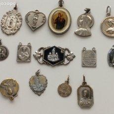 Antigüedades: LOTE DE 14 MEDALLAS ANTIGUAS DE DIFERENTES FORMAS Y MATERIALES. MIRAR BIEN LAS FOTOS. Lote 174163519