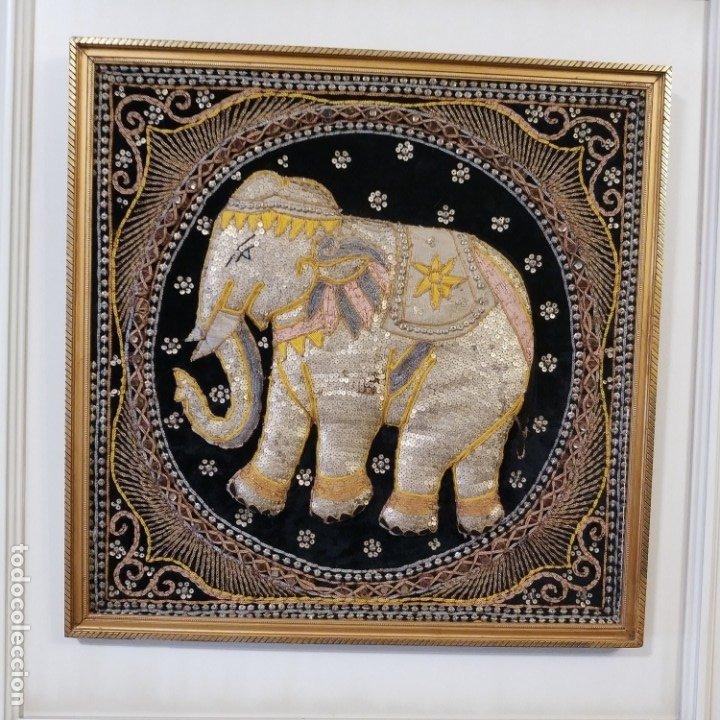 Antigüedades: cuadro tapiz elefante hecho artesanalmente y repujado con lentejuelas e hilos dorados - Foto 9 - 101671463