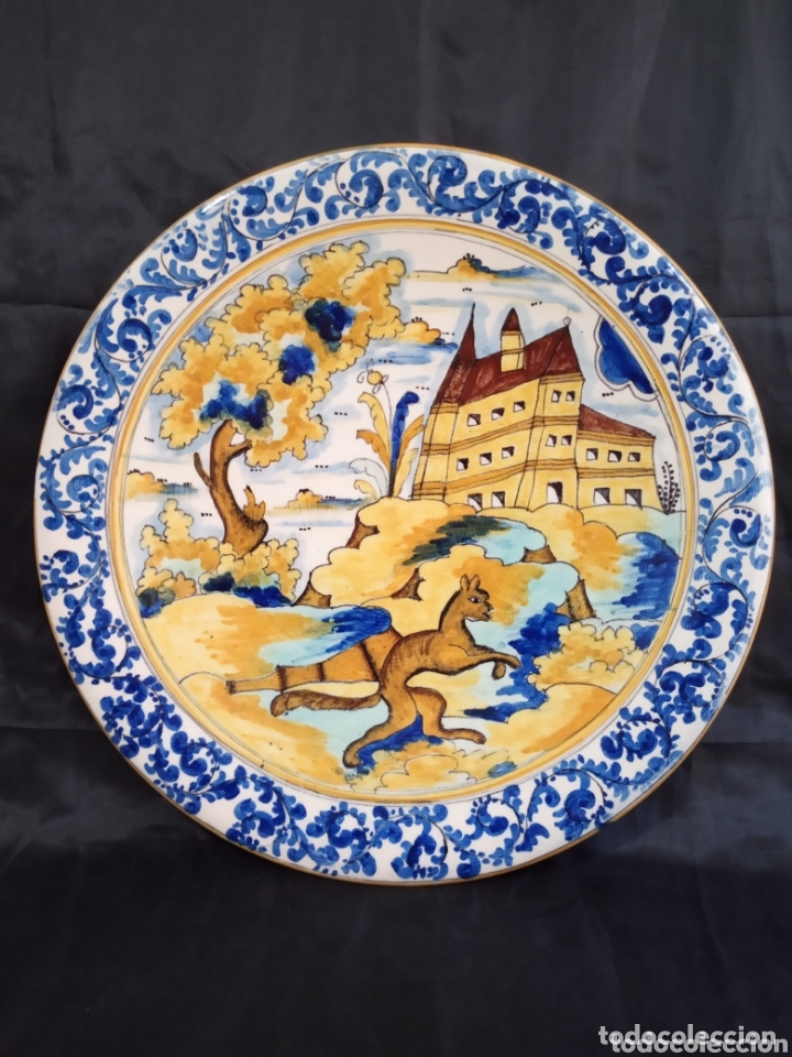 GRAN PLATO DE PORCELANA DE MANISES DE 32'5 CMS DE DIÁMETRO. MUY BONITO. (Antigüedades - Porcelanas y Cerámicas - Manises)