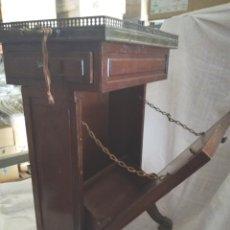 Antiquités: ANTIGUA MESILLA REVISTERO. Lote 174191784