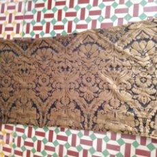 Antigüedades: RETAL 157 X 89 TELA BROCADO DAMASCO NEGRO Y ORO VIEJO IDEAL VIRGEN DOLOROSA BALCONERA SEMANA SANTA. Lote 214753978