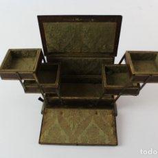 Antigüedades: CAJA JOYERO DE MADERA, FORRADO EN PIEL. PRINCIPIOS S.XX. . Lote 174225378