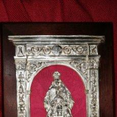 Antigüedades: MARCO CON VIRGE DE LOS REYES EN BRONCE PLATEADA. Lote 174231430