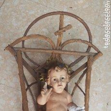 Antigüedades: ANTIGUO NIÑO JESUS OJOS DE CRISTAL CON SU CUNA DE MADERA PARA RESTAURAR. Lote 174238153