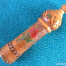 Antigüedades: COSTURA. ALFILETRO EN MADERA TALLADA. Lote 174264725