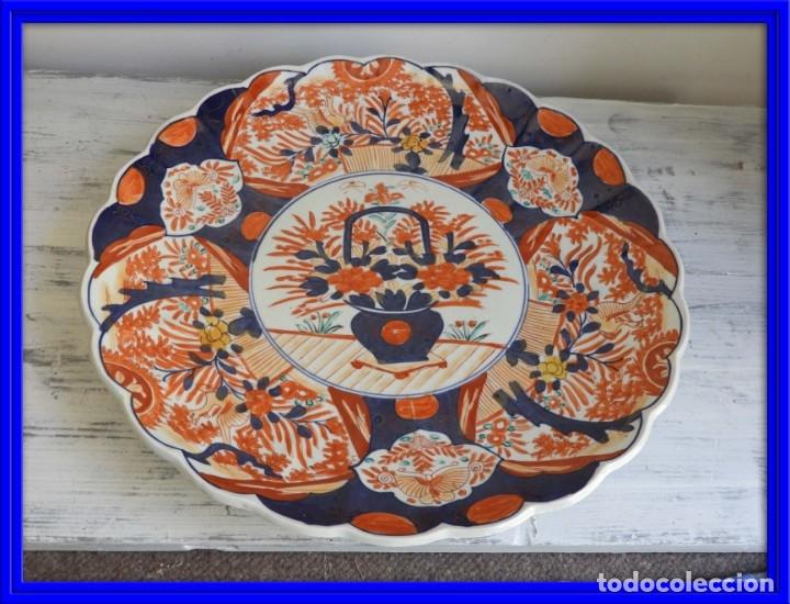 PLATO DE PORCELANA IMARI DECORADO A MANO DIAMETRO 40 CM (Antigüedades - Porcelana y Cerámica - Japón)