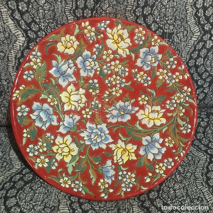 PLATO AGUADO TOLEDO 30 CM MOTIVOS FLORALES (Antigüedades - Porcelanas y Cerámicas - Otras)