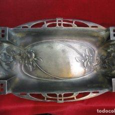 Antigüedades: BANDEJA MODERNISTA DE ESTAÑO. Lote 174339334