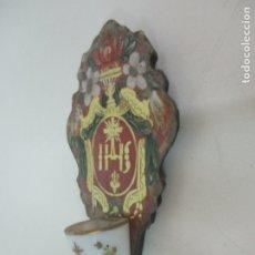 Antigüedades: PRECIOSA BENDITERA BARROCA - CRISTAL PINTADO Y DORADO - OPALINA BLANCA - DE COLECCIÓN - S. XVIII. Lote 174357719