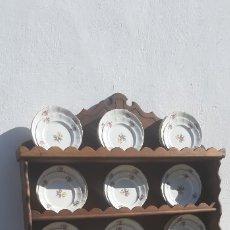 Antigüedades: VAJILLA 12 SERVICIOS LA CARTUJA DE SEVILLA. Lote 174365307