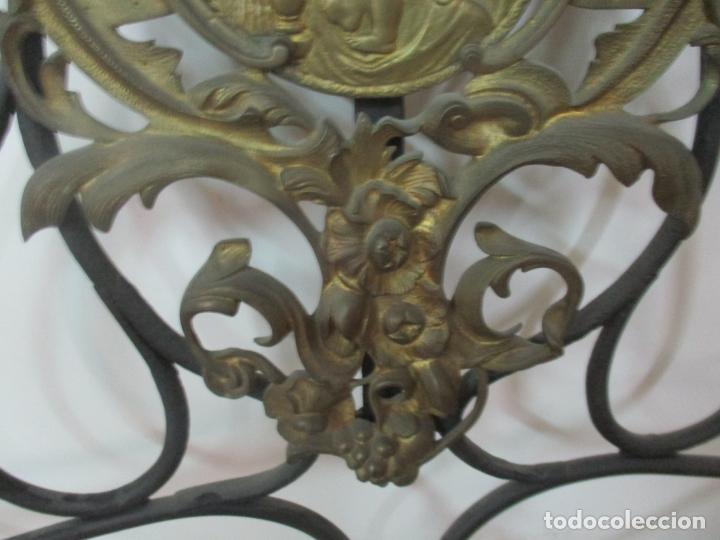Antigüedades: Pareja de Cabezales de Cama - Cabezal de Hierro Forjado - Decoración de Bronce Cincelado - Foto 4 - 174375929