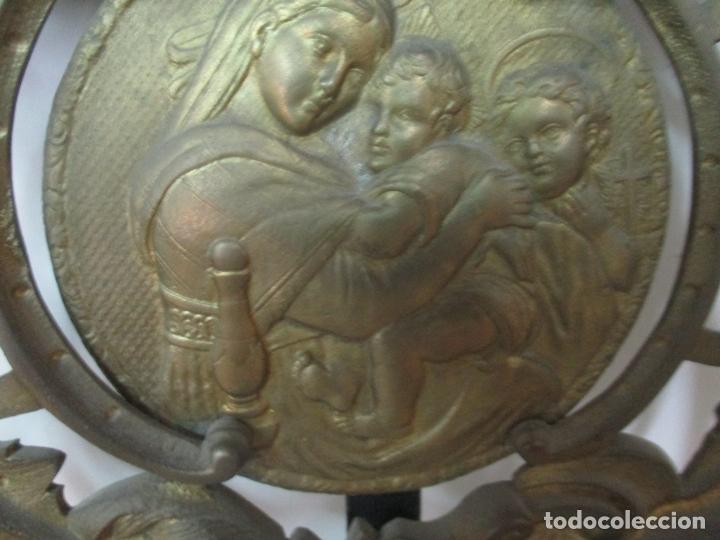 Antigüedades: Pareja de Cabezales de Cama - Cabezal de Hierro Forjado - Decoración de Bronce Cincelado - Foto 5 - 174375929
