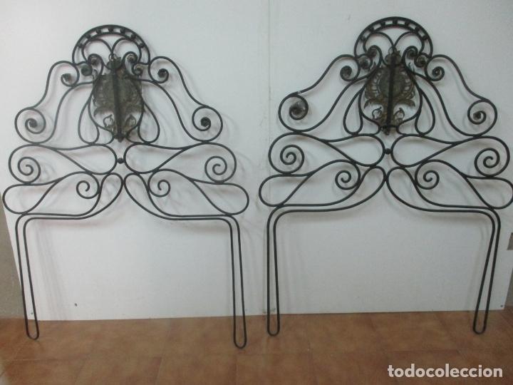 Antigüedades: Pareja de Cabezales de Cama - Cabezal de Hierro Forjado - Decoración de Bronce Cincelado - Foto 12 - 174375929