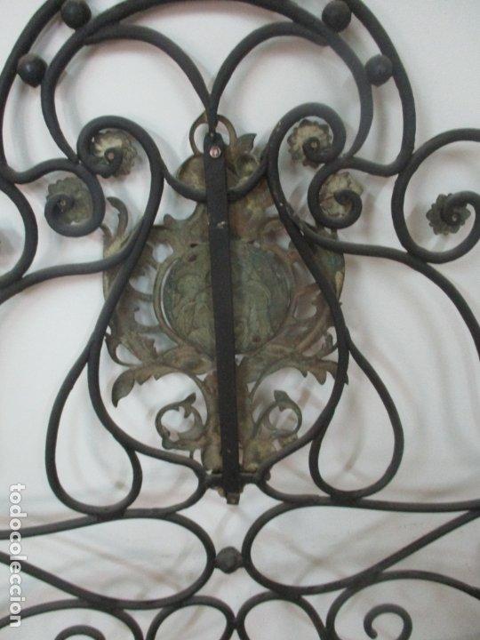 Antigüedades: Pareja de Cabezales de Cama - Cabezal de Hierro Forjado - Decoración de Bronce Cincelado - Foto 14 - 174375929