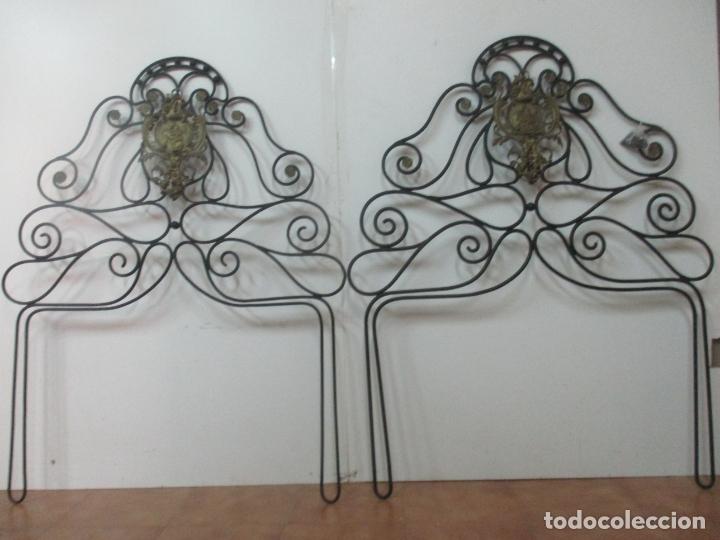 Antigüedades: Pareja de Cabezales de Cama - Cabezal de Hierro Forjado - Decoración de Bronce Cincelado - Foto 15 - 174375929
