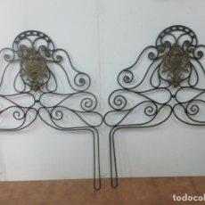 Antigüedades: PAREJA DE CABEZALES DE CAMA - CABEZAL DE HIERRO FORJADO - DECORACIÓN DE BRONCE CINCELADO. Lote 174375929